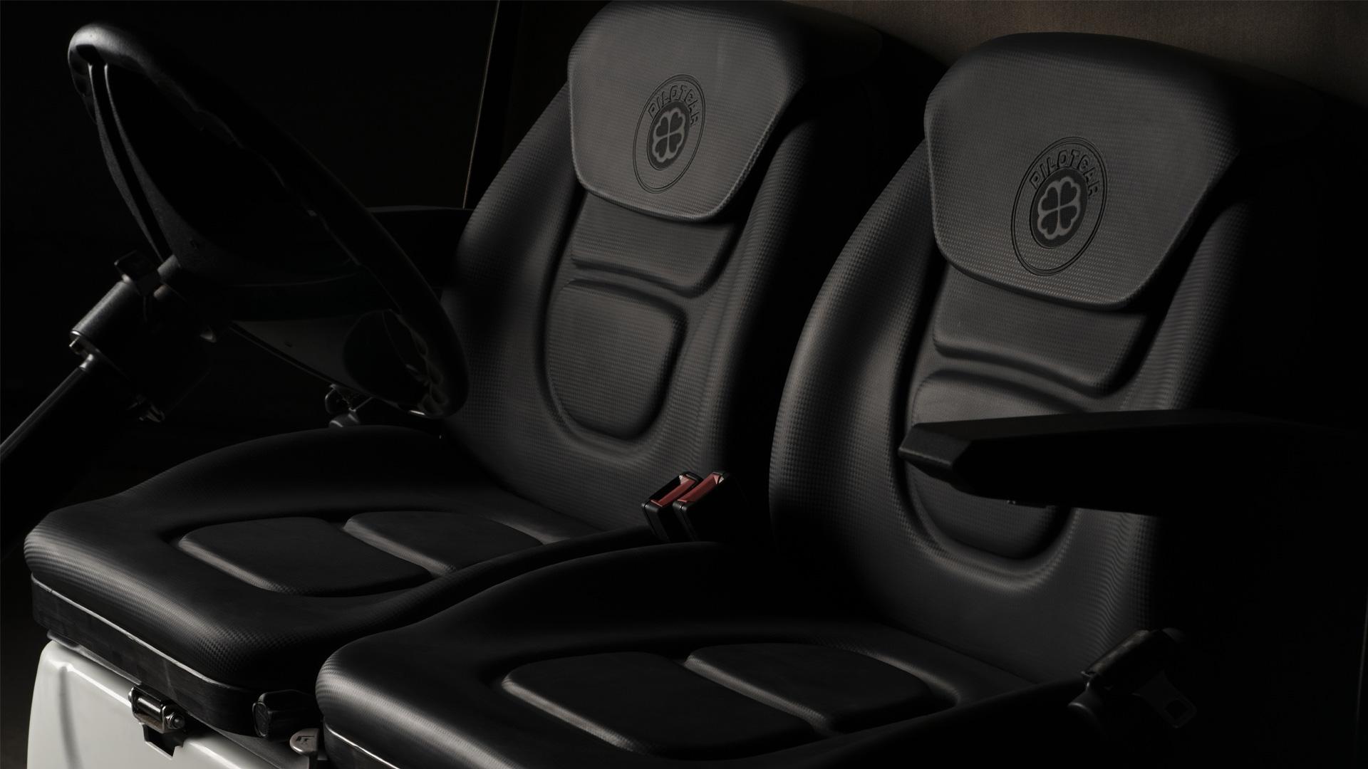 Premium Seat - Carbon Black - Options